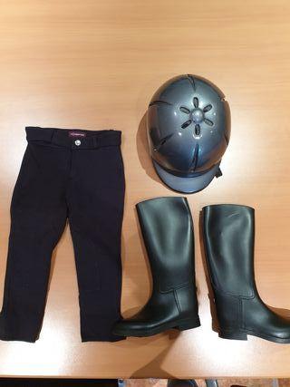 Pantalones, botas y casco equitación