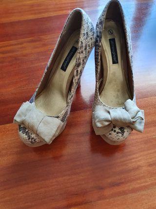 Zapatos tacón estampado serpiente