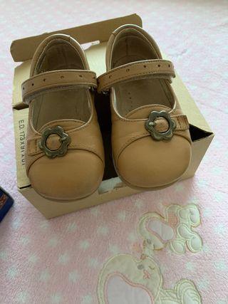 Zapatos de niña camel