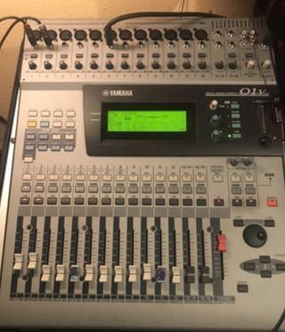 Mesa de Mezclas Yamaha 01V