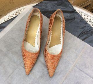 Zapato salón tela . Marca Abanico