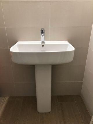 2 lavabos con pie de la marca Gala