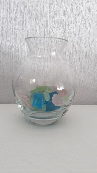 Jarrón cristal, con cristales de colores.