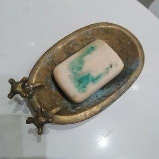 Jabonera antigua vintage de bronce.