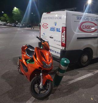 se vende Yamaha aerox naranja metáliza brillo