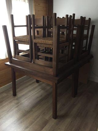 Mesas y sillas de roble
