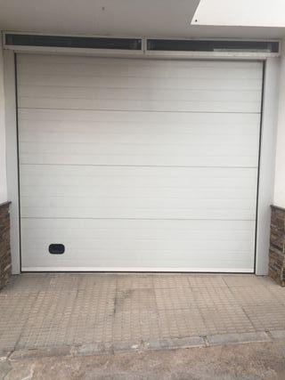 puerta garaje seccional blanca automatica