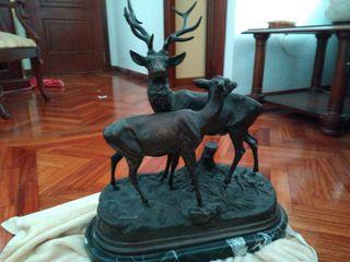figura de bronce y mármol