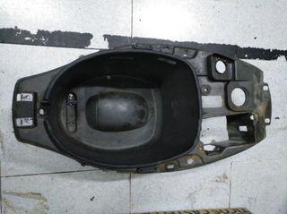 Hueco casco Piaggio Typhoon