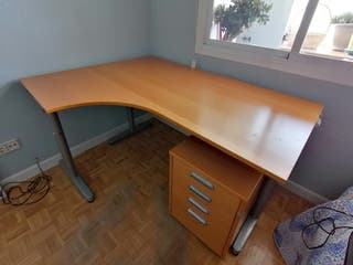 Mesa de oficina o estudio con ala incorporada