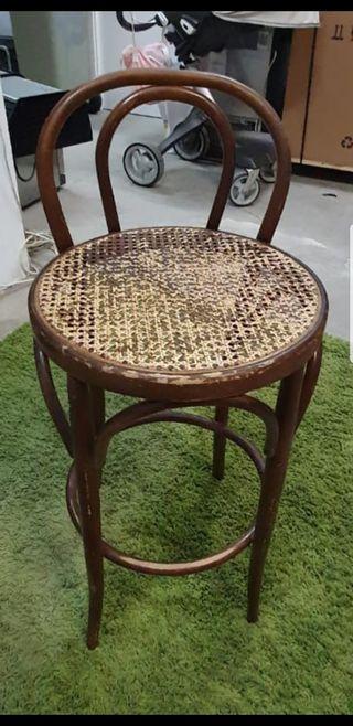 Taburete thonet de madera