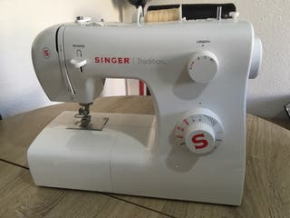 Máquina de coser singer +Regalo