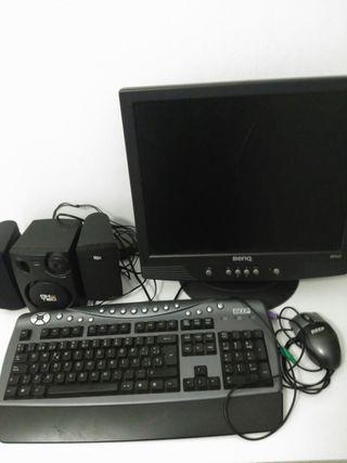 Monitor, teclado, ratón y altavoces de ordenador