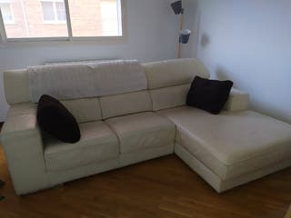 sofa de piel color blanco crema