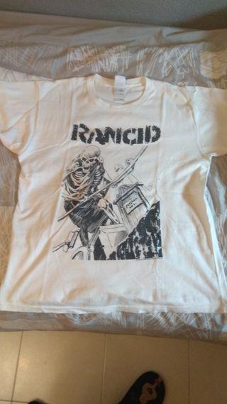 Lote de camisetas de grupos de punk rock y ska