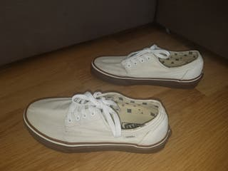 Zapatillas color crema de Vans