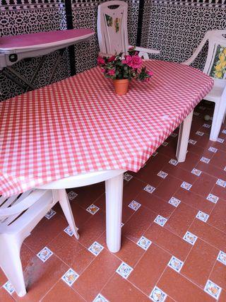 Se venden sillas y mesa para jardin