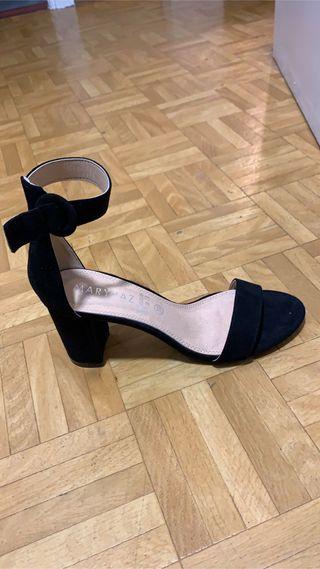 Sandalias tacón negro
