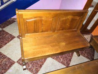 Se venden mesa y sillas de madera retro