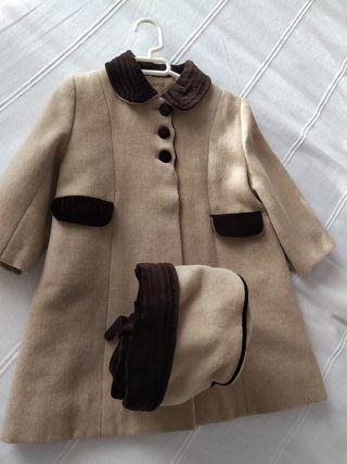Precioso abrigo de niña. 55% poliéster, 45% lana.
