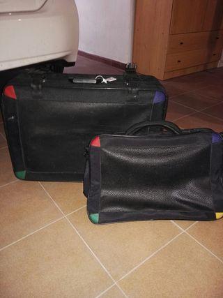 Dos maletas con ruedas