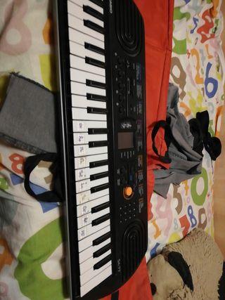 Piano Casio SA-77