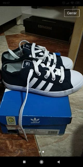 zapatillas Adidas, número 32