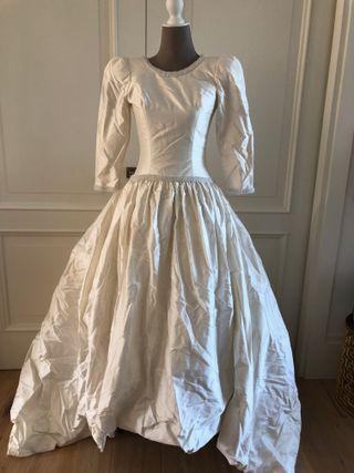 Vestido de novia tienda FRIKI en Velazquez.