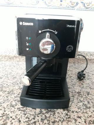Cafetera express - Saeco HD8423/11 Potencia 950W,