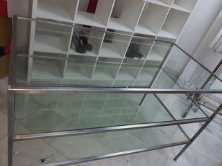 Mesa expositora de cristal y aluminio