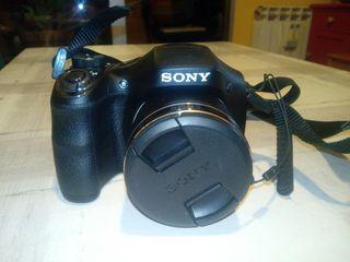Cámara de fotos compacta Sony y trípode