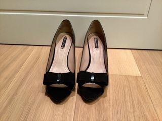 Sandalia de tacón negro