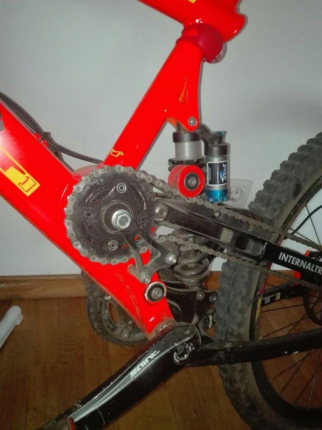 se vende bici descenso profesionalen 26