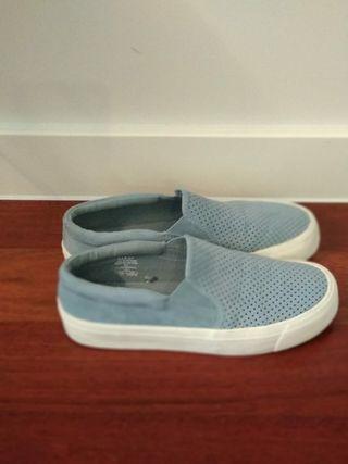 zapatillas estilo Vans nuevas.