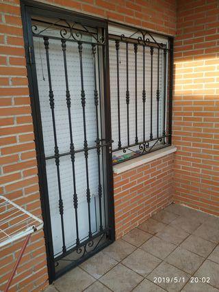 Puerta y ventana de forja