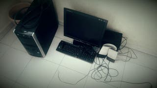 Torre de PC, monitor, altavoces...