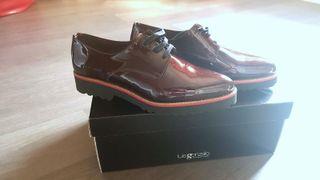 """Zapatos, marca """"Luis Gonzalo"""", charol, talla 40"""