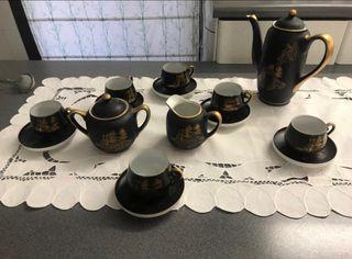 Juego de café de porcelana.