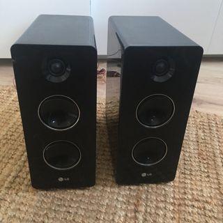 Reproductor cd mp3 y dos altavoces LG