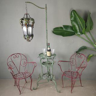lámpara modernista de metal forjado Años 1900