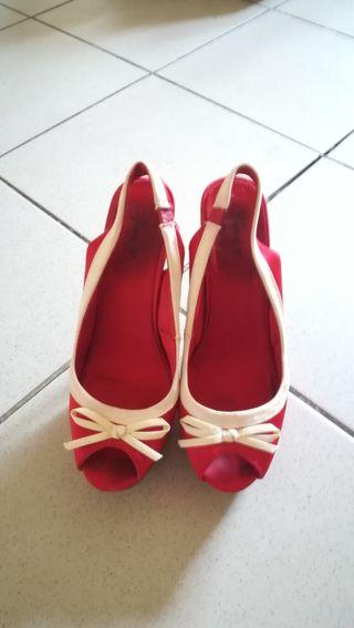 Zapatos de tacón rojos talla 37. Tacones.