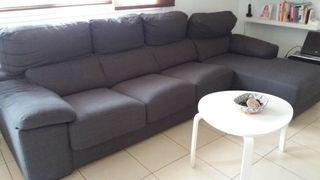 sofa de tres plazas mas chaslong y dos puff