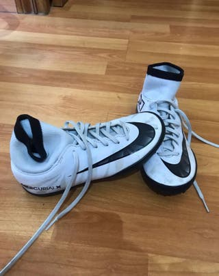 Botas de fútbol multitacos talla 32