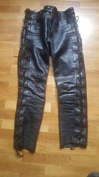 pantalon de cuero con cordones