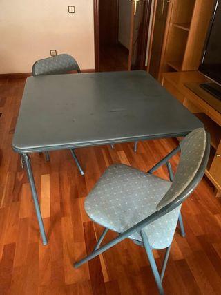 Mesa más 4 sillas plegables