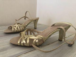 Sandalias doradas de tacón T 39