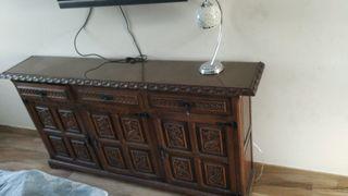 Mueble tallado de castaño