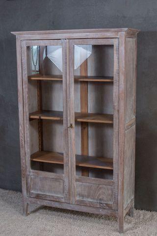 Armario vitrina con baldas regulables