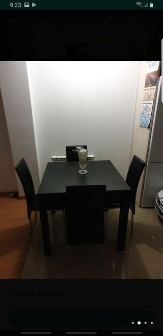 mesa con 4 sillas de piel