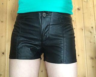 Shorts negro polipiel - Pull&Bear T36